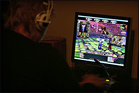 OVERDRIVER: Ungdom som bruker overdrevent mye tid på dataspill, kan bli svært syke, ifølge sosionom. Foto: Mattis Sandblad/VG