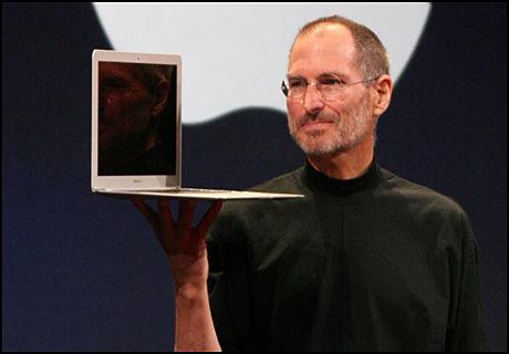 FORNØYD: Steve Jobs i Apple valgte rett tidspunkt å returnere fra sykefraværet. (Foto: IDG News Service)