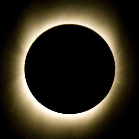 TOTAL: Onsdagens solformørkelse varte hele 6 minutter og 39 sekunder. Foto: AFP