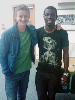 MØTTE SOLSKJÆR: Mame Biram Diouf møtte Ole Gunnar Solskjær i Manchester denne uken. Nå håper han å gjøre like stor suksess som United-legenden. Foto: Jim Solbakken
