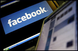 PÅ NETT: Alle tre kandidatene driver aktiv valgkmap på nett. Facebook blir flitt brukt. Foto: AFP