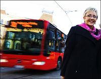 Lar 4 000 skolebarn stå på bussen