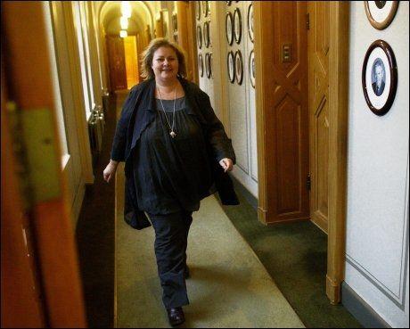 KREVER SVAR: Høyre-leder Erna Solberg krever at Frp klargjør sitt standpunkt i EU-saken Foto: Tore Kristiansen