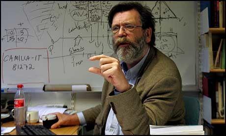 VALGFORSKER: Ingen saker har skilt seg særlig ut, mener professor Frank Aarebrot ved Universitetet i Bergen. Foto: FOTO: HALLGEIR VÅGENES