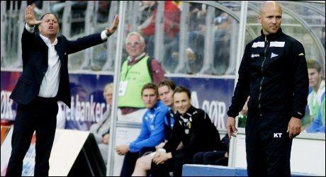 TRENERDUELL: Jan Jönsson gestikulerer, men Knut Tørum smilte bredest til slutt. Foto: Scanpix