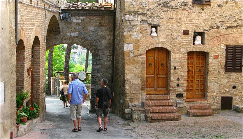 MIDDELALDERBY: San Gimignano ligger på toppen av en kolle ved Val d'Elsa. Foto: Bodil Fagerheim.