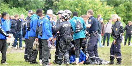 KAOS: Flere politifolk ble tilkalt da det brøt ut full slåsskamp på Ekebergsletta. Foto: Lars Anders Vestad
