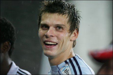 SMILTE BREDT: Rune Almenning Jarstein hadde mye å smile for etter gjensynet med gamleklubben Odd. Foto: Scanpix