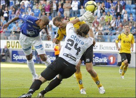 SKUFFET: Bård Borgersen taper her duellen der José Mota setter inn 8-1 for Molde. Foto: Scanpix