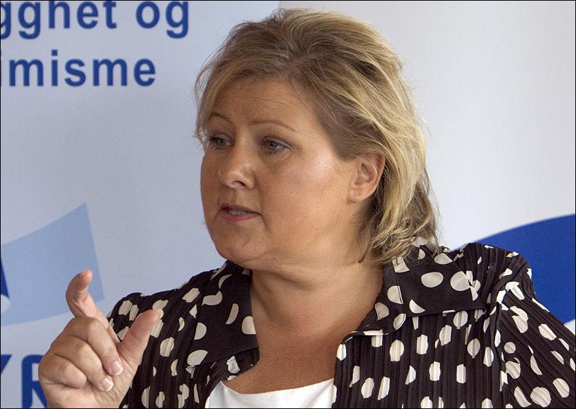 GARANTI: Erna Solberg garanterer at Høyre ikke vil gå inn i en regjering som sier nei til EU. Foto: Scanpix