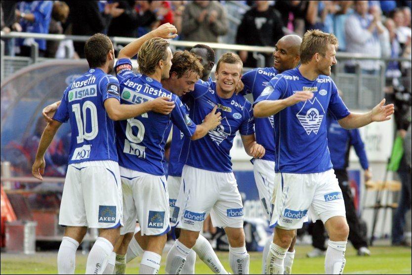 FEIRET: Molde-spillerne jublet etter ett av fem mål. Foto: Scanpix