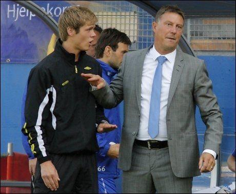 PRIORITERE: Kjell Jonevret under søndagens kamp. Nå varsler Molde-treneren at cupen kan bli prioritert foran serien om Rosenborg-forspranget er for stort. Foto: Scanpix