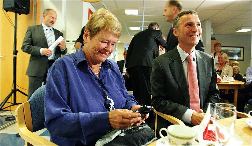 LA FREM PLAN: Gro Harlem Brundtland var med da Jens Stoltenberg la frem eldreplanen. Foto: Scanpix