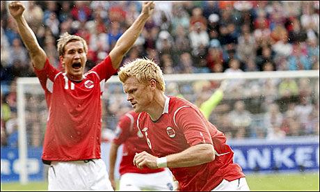 SLO TILBAKE: John Arne Riise dundret inn 1-0 for Norge mot Skottland onsdag kveld. Foto: Scanpix