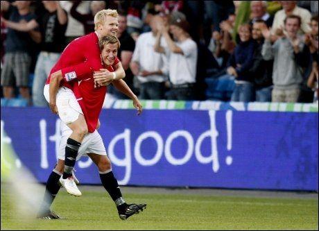 SCORINGSHELTER: Morten Gamst Pedersen og John Arne Riise gjorde tre av Norges mål mot Skottland. Foto: Scanpix