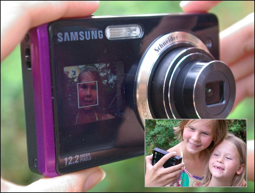 SMIL: Kameraet fra Samsung viser motivet i en liten skjerm på forsiden. Foto: Samsung