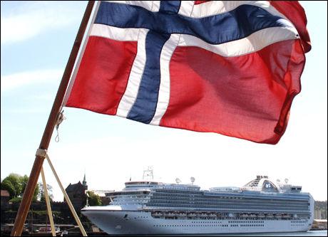 I OSLO: «Emerald Princess» seiler jevnlig til Oslo. For noen uker siden døde en mann av svineinfluensa ombord. Foto: Scanpix