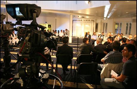 MOSKE-STUDIO: NRK sendte onsdag for første gang en valgdebatt fra en moske. Foto: Mads A. Andersen