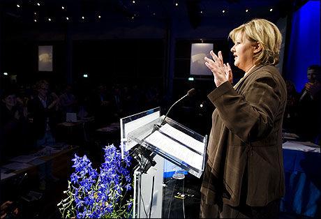 VEISAMARBEID: Erna Solberg og Høyre mener at utstrakt bruk av offentlig privat samarbeid (OPS) kan gi 290 færre alvorlig trafikkskadde og døde. Foto: Scanpix