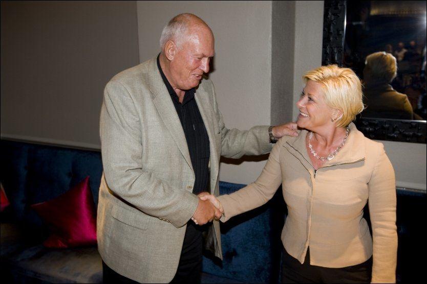 SAMARBEID: Frp-leder Siv Jensen vil samarbeide med LO-leder Roar Flåthen dersom hun blir statsminister etter valget. Foto: Scanpix