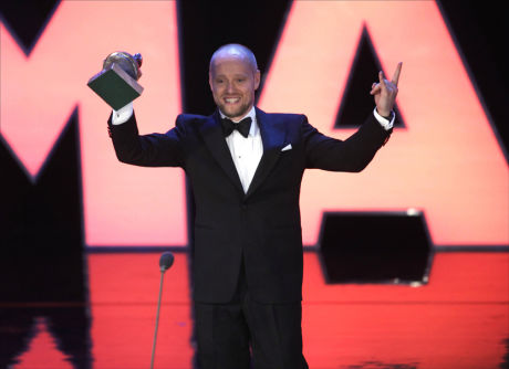 KVELDENS STJERNE: Aksel Hennie vant både i kjærlighet og for innsatsen i «Max Manus» under kveldens Amanda-prisutdeling. Foto: Scanpix
