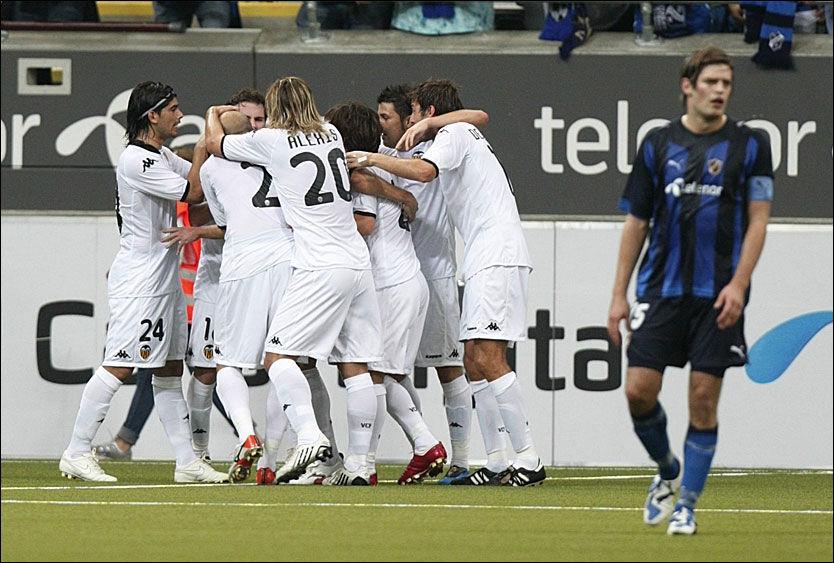 DEPPET: Morten M. Skjønsberg depper etter at Valencia har scoret kampens første mål. Foto: Scanpix