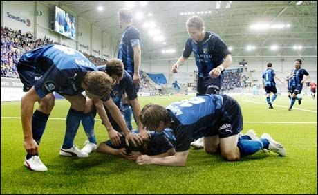 ENDELIG MÅL: Daniel Nannskog og Stabæk feirer at svensken endelig scoret igjen. Foto: Scanpix