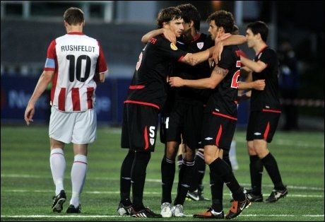 TVILSOM STRAFFE: Athletic Bilbao scoret på et straffespark TIL-spillerne mente var av det billige slaget. Foto: Scanpix