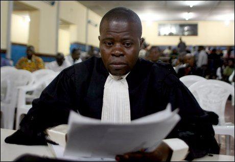SVIMLENDE KRAV: Statsadvokatens representant, Jean Nakombo Mandjo, kom med et gigantisk krav under rettssaken mot Joshua French og Tjostolv Moland tordag. Foto: Scanpix