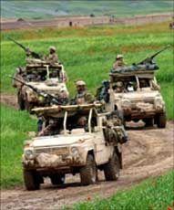 SKAL VÆRE SIKRE: Frp vil at norske styrker, som disse i Afghanistan, skal ha det beste tilgjengelige utstyrte. Foto: Forsvaret