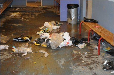 SØPPELHAV: Til sammen 72 store, svarte søppelsekker ble båret ut etter birkebeinersyklistene. Foto: Henning Evensen