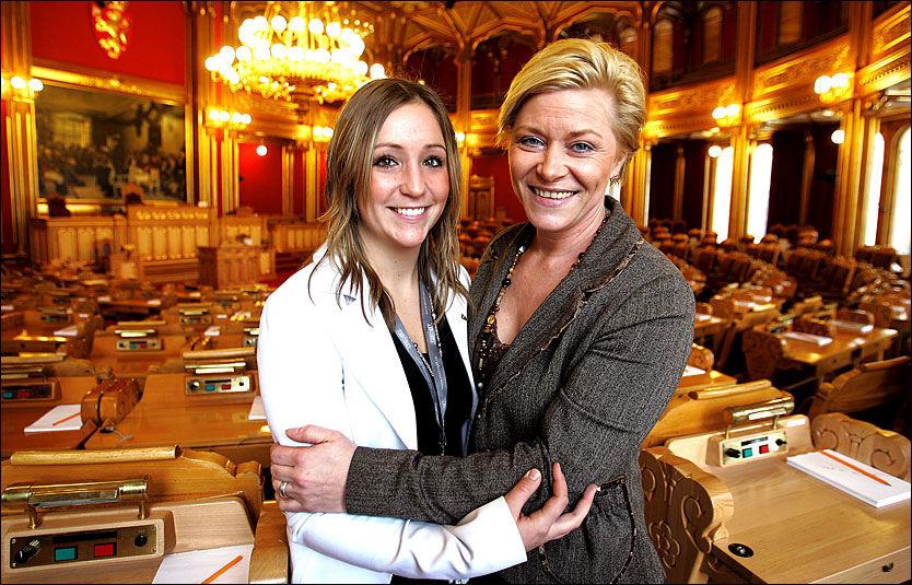 SAMMEN PÅ STORTINGET: Siv Jensen og Mette Hanekamhaug i 2007 da Hanekamhaug skulle være trainee hos Jensen i ett år. Foto: Trond Solberg VG