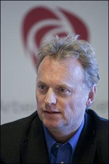 KREVER UNNSKYLDNING: Raymond Johansen mener at Siv Jensen må på banen etter at en Frp-kandidat sammenlignet Jens Stoltenberg med lommemannen. Foto: Scanpix