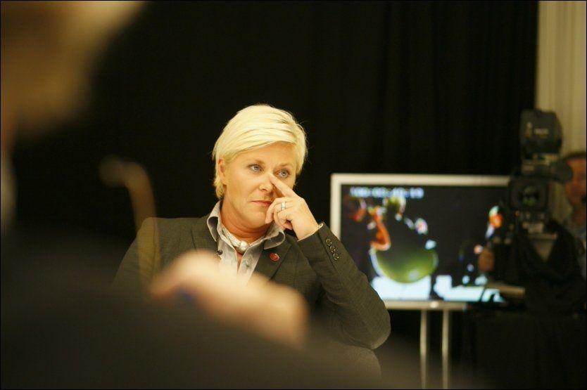 INGEN STØTTE: Frp-leder Siv Jensen holder fast på at Frp ikke vil støtte en regjering av Høyre, KrF og Venstre. Foto: Scanpix