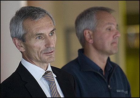 NY INFLUENSAOPPDATERING: Bjørn Inge Larsen og Preben Aavitsland bekreftet på en pressekonferanse i dag at den første norske personen er død av svineinfluensa. Bildet er fra en tilsvarende pressekonferanse i sommer. Foto: Scanpix