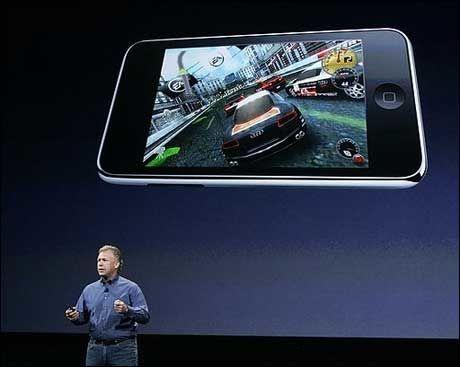 SPILL PÅ IPOD TOUCH: Spillegenskapene til iPod touch ble også presentert. Foto: Reuters