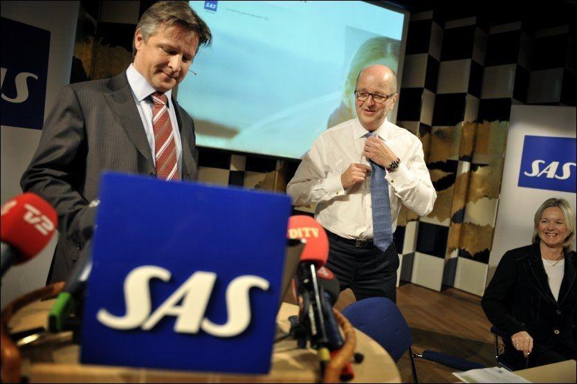 FÅR, FÅR IKKE: SAS' administrerende direktør Mats Jansson (i midten) og finansdirektør Gunilla Berg (til høyre) får fly gratis med Ryanair. Men kommunikasjonsdirektør Claus Sonberg (til venstre) får ikke. Foto: SCANPIX