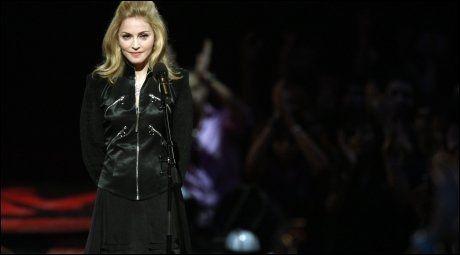 MINTES MICHAEL JACKSON: Madonna på MTV-scenen i natt. Foto: Reuters