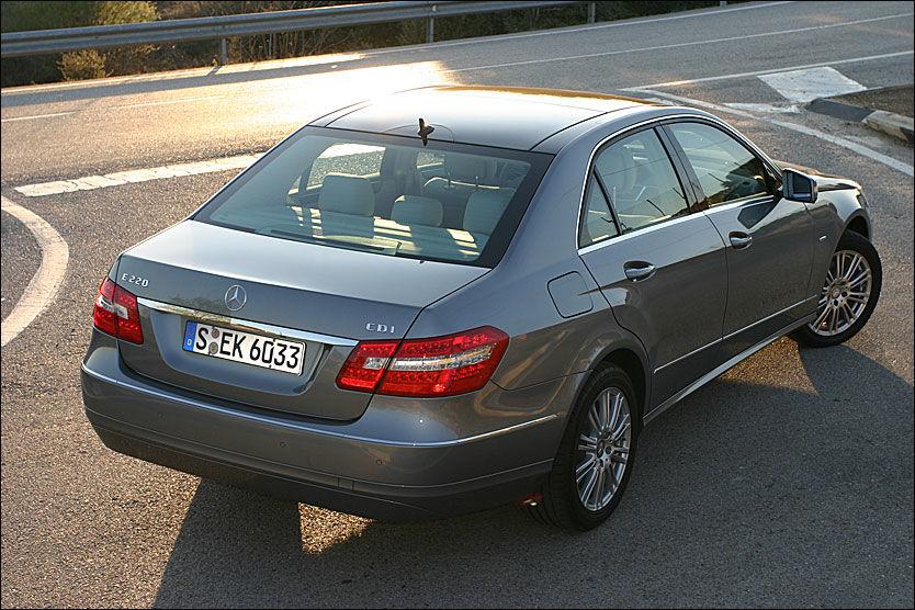 FEIL: 220-motoren til Mercedes er rammet av feil. Et halvt års produksjon av Mercedes' viktigste motor kan ha motorfeil. Foto: Hanne Hattrem