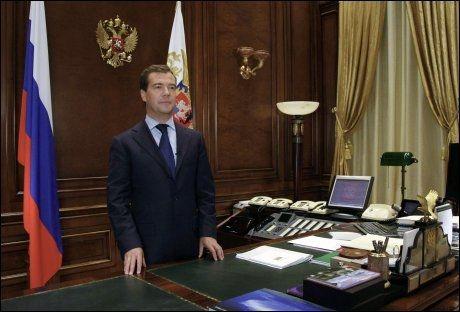 Russlands president Dmitrij Medvedev sier at skaden på den russiske økonomien var større enn noen hadde kunnet forutse. Foto: REUTERS
