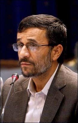 - IKKE ATOMVÅPEN: Irans president Mahmoud Ahmadinejad sier at Teheran slett ikke er ute etter atomvåpen. Foto: AP