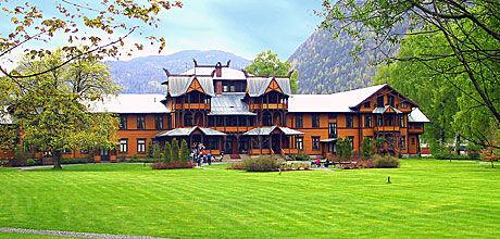 DALEN HOTEL: Historisk og tradisjonsrikt i Telemark. Dessuten spøker det her. Foto: Dalen Hotel