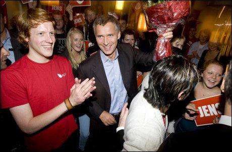 UENIGE: AUF-leder Martin Henriksen er kritisk til flyktning- og asylpolitikken som statsminister Jens Stoltenberg presenterte gjennom den nye Soria Moria-erklæringen onsdag. Foto: Scanpix