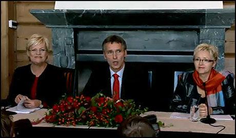 SORIA MORIA: SV-leder Kristin Halvorsen, statsminister Jens Stoltenberg og Sp-leder Liv Signe Navarsete presenterte regjerningens plan for de kommende fire årene på Soria Moria. Foto: VGTV