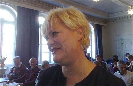 KAMPKLAR: SV-leder Kristin Halvorsen var tilsynetaltende svært fornøyd da hun ankom landsstyremøtet i formiddag. Samtidig forbereder SVerne seg på omkamper. Foto: Erlend Skevik Foto: