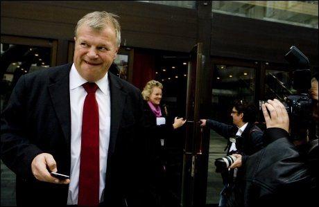 - LIKER IKKE VALLA: Avtroppende helse- og omsorgsminister, Bjarne Håkon Hanssen (Ap), liker ikke tidligere LO-leder Gerd Liv Valla. Foto: Scanpix
