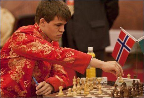 GJORDE DET IGJEN: Magnus Carlsen nøyde seg ikke bare med å slå hele verdenseliten i sjakk - han ble poengkonge i tillegg. Foto: NPSCT