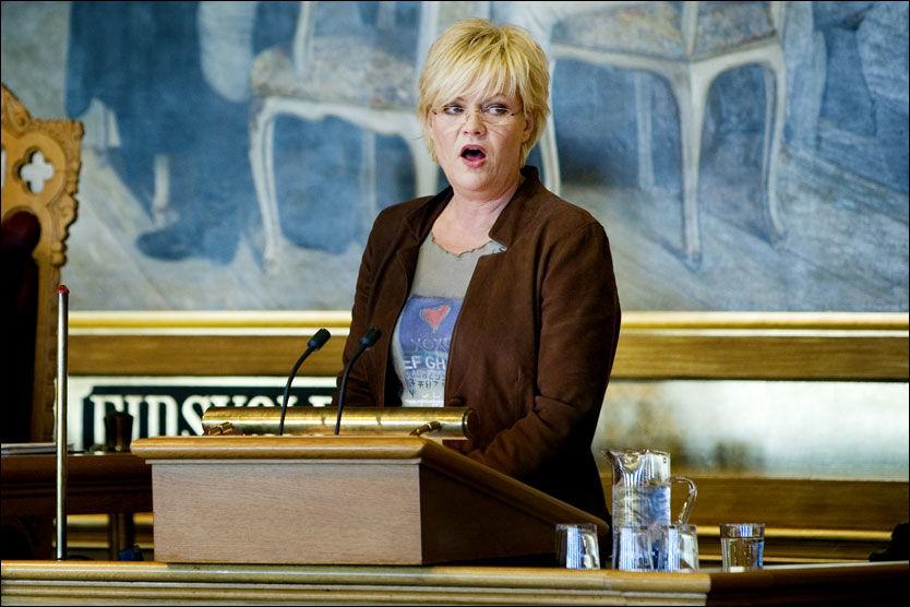 BUDSJETTET 2010: Finansminister Kristin Halvorsen la fram statsbudsjettet i Stortinget tirsdag formiddag. Foto: Jon-Michael Josefsen / Scanpix