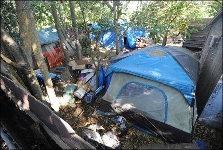 BAKGÅRDEN: I denne bakgården ble Jaycee Lee Dugard holdt fanget. Foto: EPA