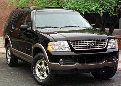 KALLES TILBAKE: Ford tilbakekaller 4,5 millioner biler etter feil med cruisecontrolleren. Ford Explorer fra 2002 er en av modellene som må sjekkes. Foto: Reuters